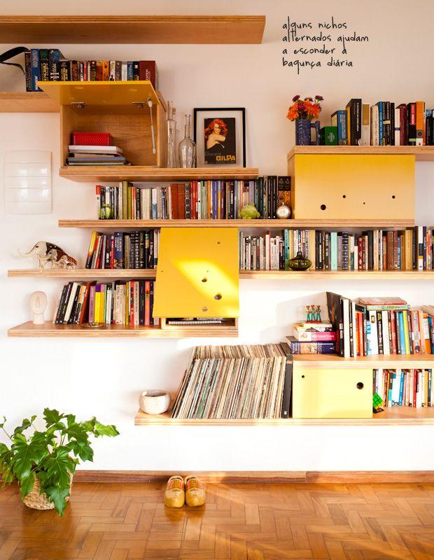 Compensado na borda a mostra --- yellow bookcase #decor