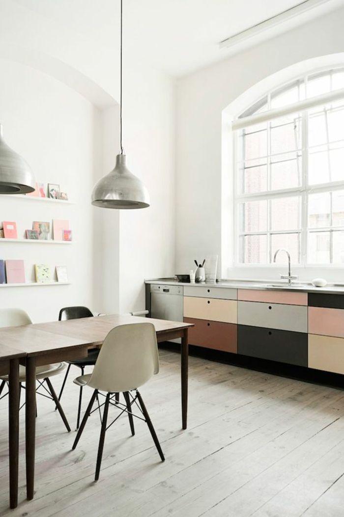 küchengestaltung frische pastellfarben kombinieren holzboden - pendelleuchte für küche