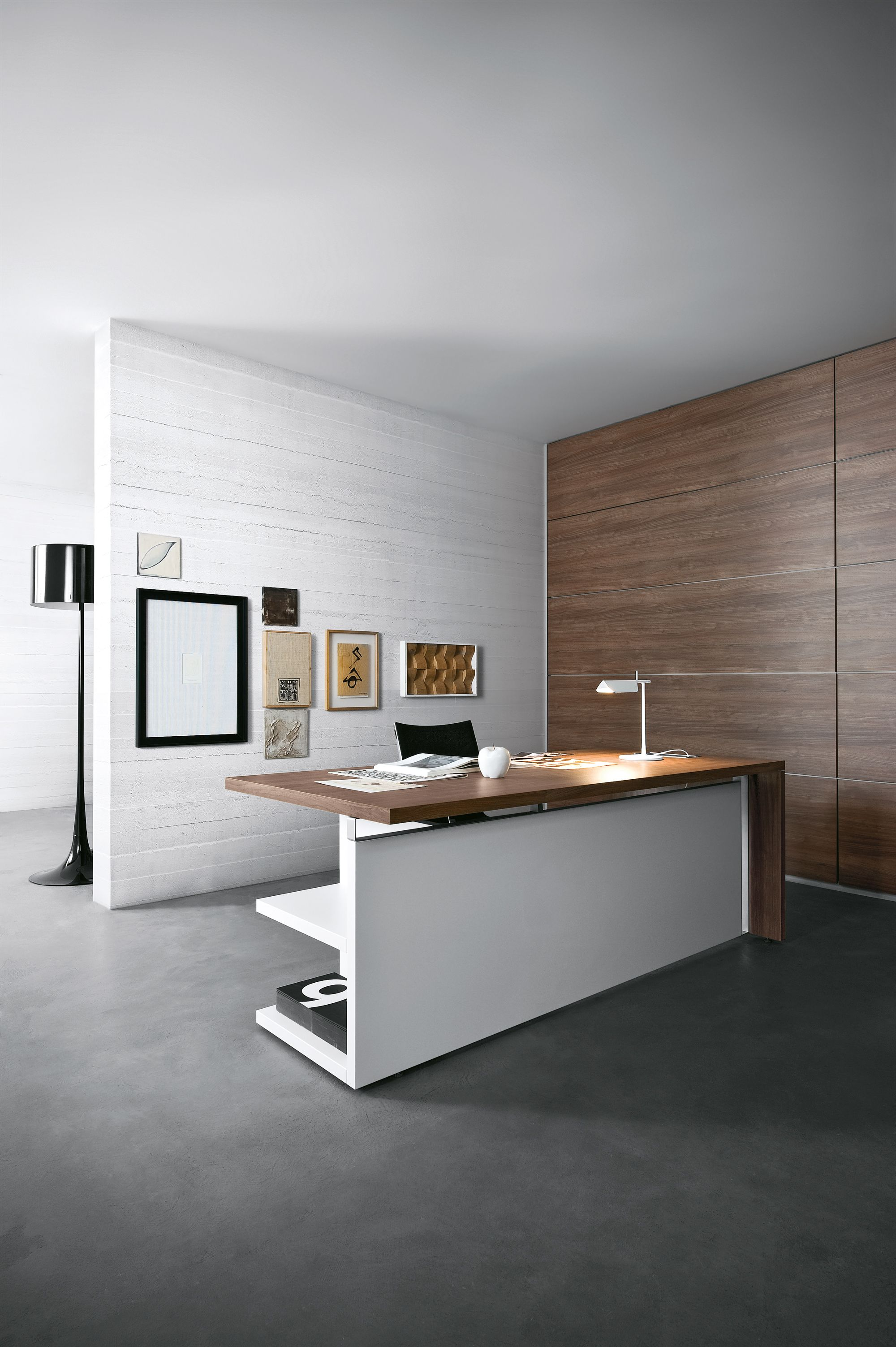 Berlin Büromöbel Schreibtisch in Dekor Eiche hell mit massiven ...