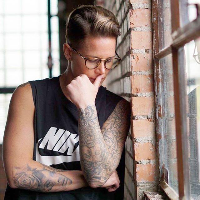 Pin By Amber Ramsey On Uswnt Ashlyn Harris Lesbian Hair Tomboy Fashion