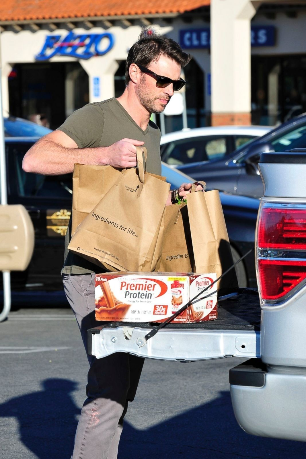 Scott Foley picking up groceries for his family