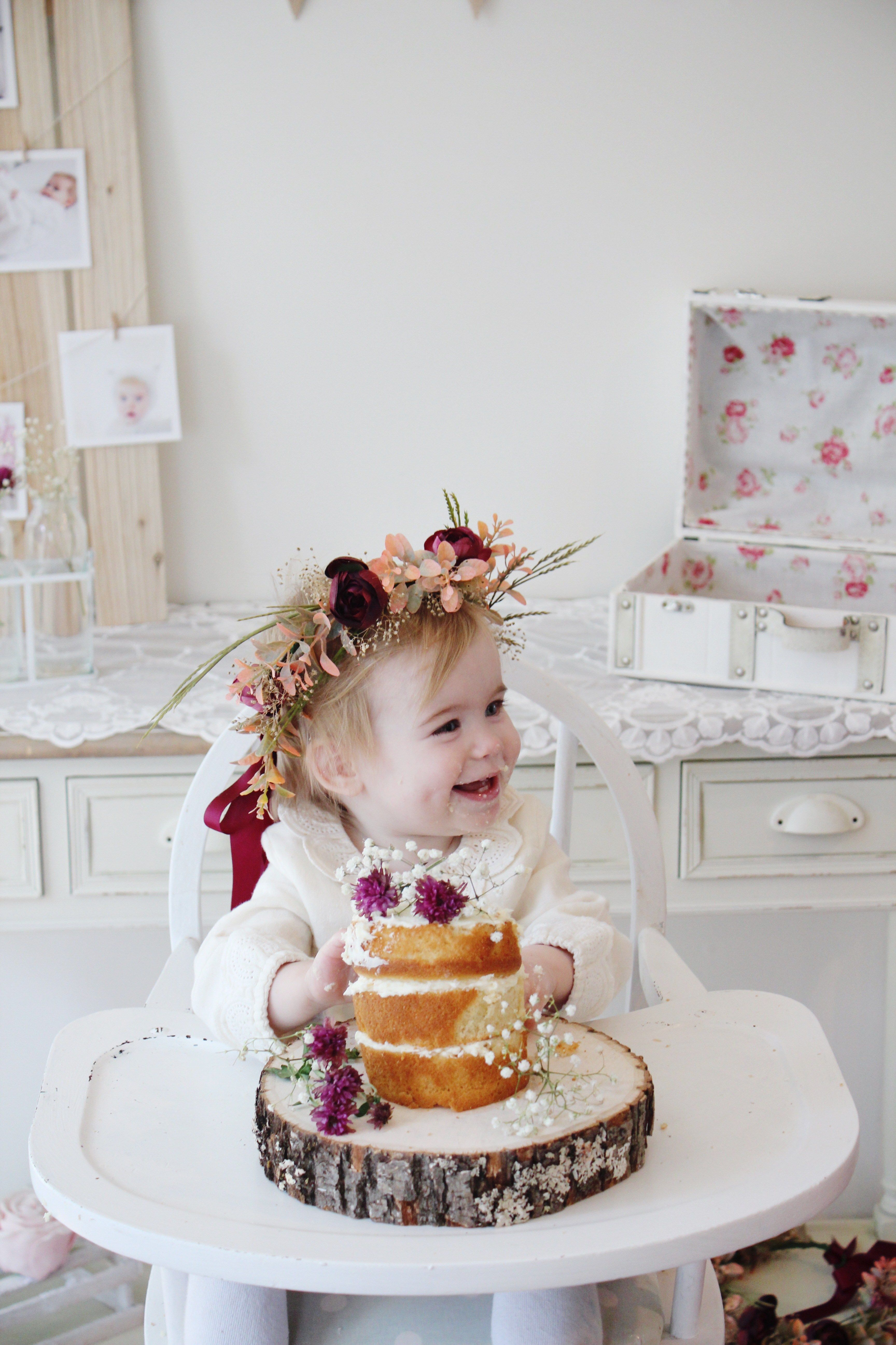 456b9b309d604 A Rustic Floral Themed 1st Birthday inspired by nature and boho vibes.  Think naked cakes topped with flowers