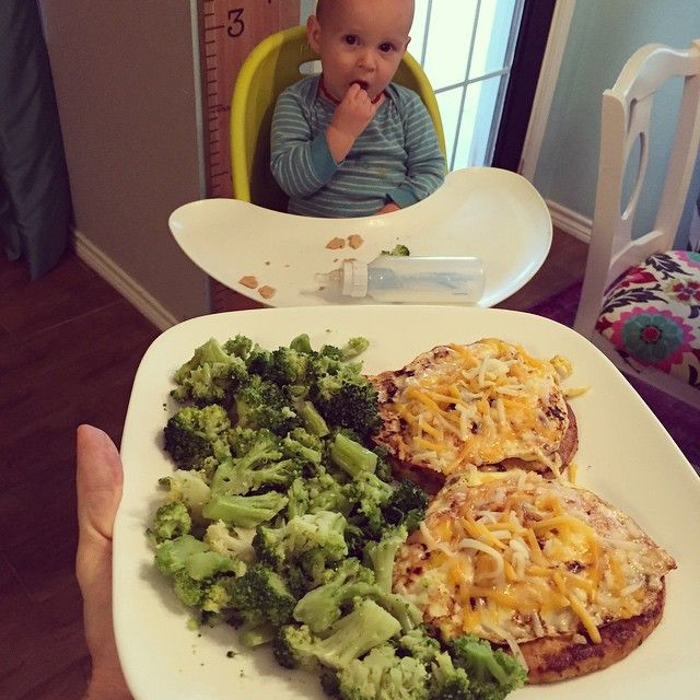 What's for dinner when you are low on carbs? TJ chicken burgers topped with egg and cheese and a side of broccoli ☺️ already got a beggar  #skinnymegfood