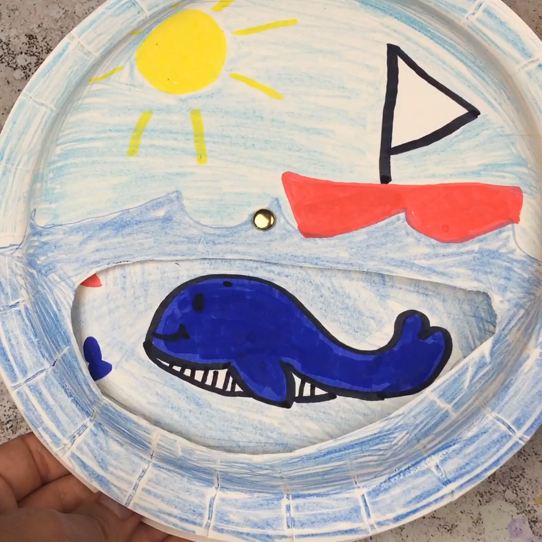 Need some ideas to keep the kids busy this summer? Get free entry to Sea Life with branded packs from Crayola and make our movable sea paper plate craft #ad