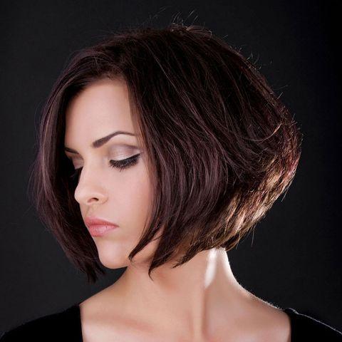 A Line Bob Mit Angestuftem Kurzem Hinterkopf Kinnlange Frisuren Trendige Frisuren Kurzhaarfrisuren Kinnlange Haare Frisuren