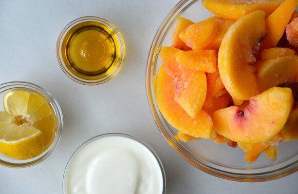 5-Minute Healthy Peach Frozen Yogurt | http://www.justataste.com/2013/08/healthy-easy-peach-frozen-yogurt-recipe/