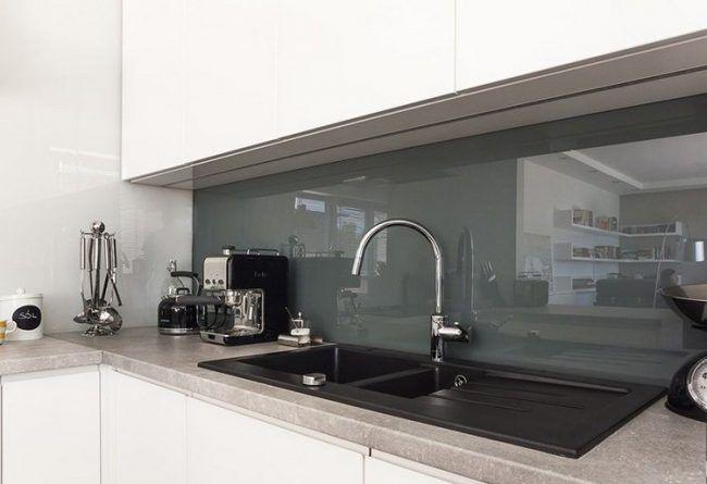 arbeitsplatten-kuche-ideen-kunststein-grau-glas-spritzschutz   Haus ...