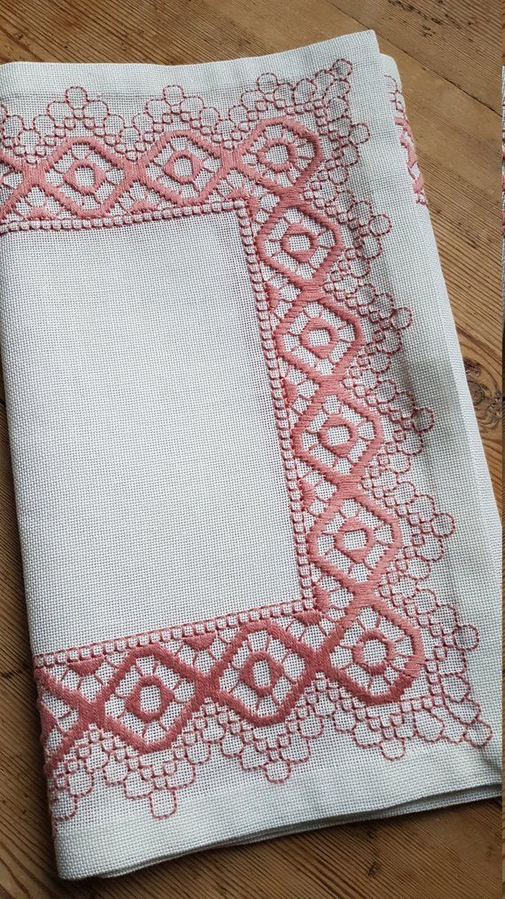 Beautiful embroidered white/pink tablerunner in linen from Sweden