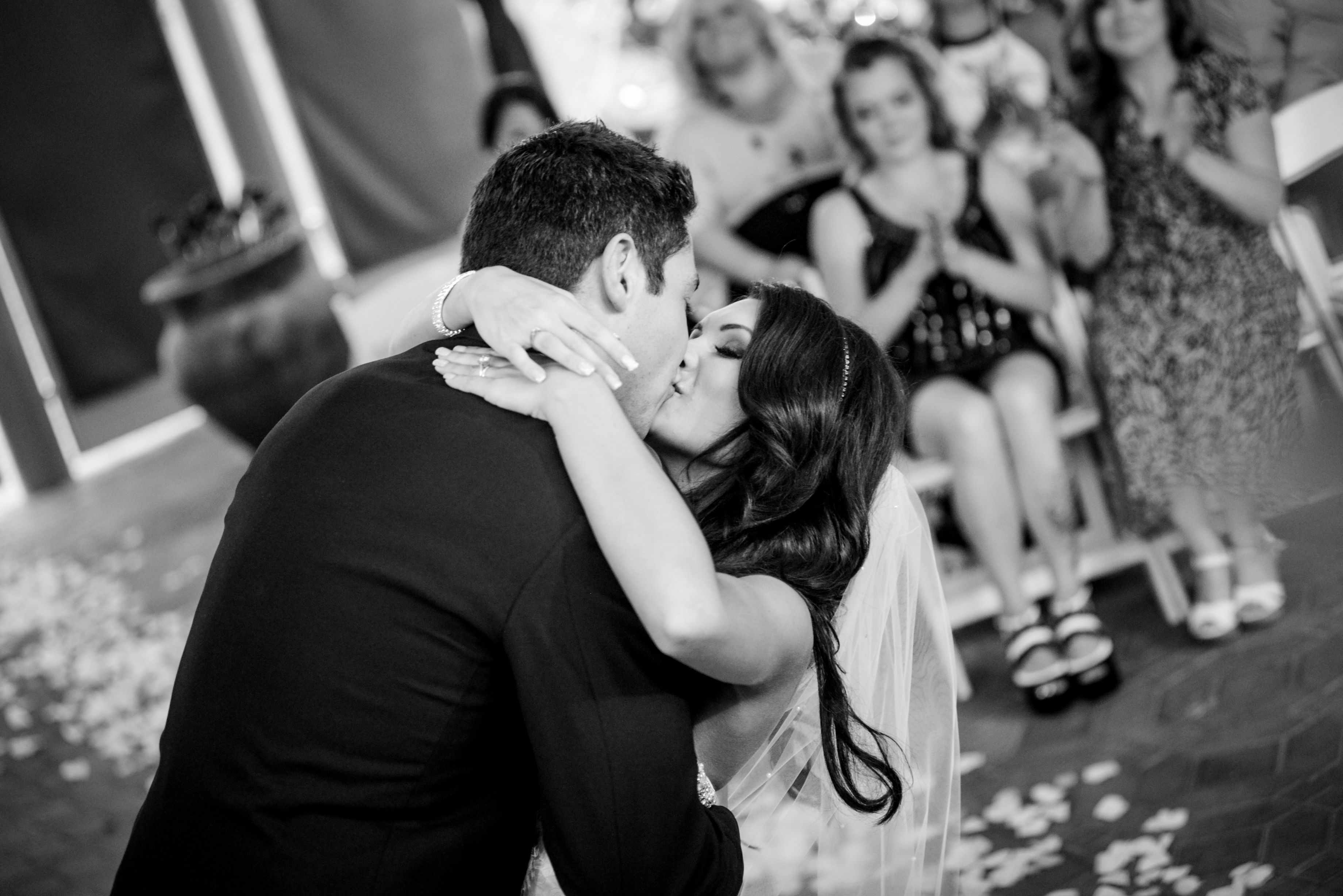 First Kiss At Wedding In Las Vegas Romantic Destination Ideas Chapel Of The