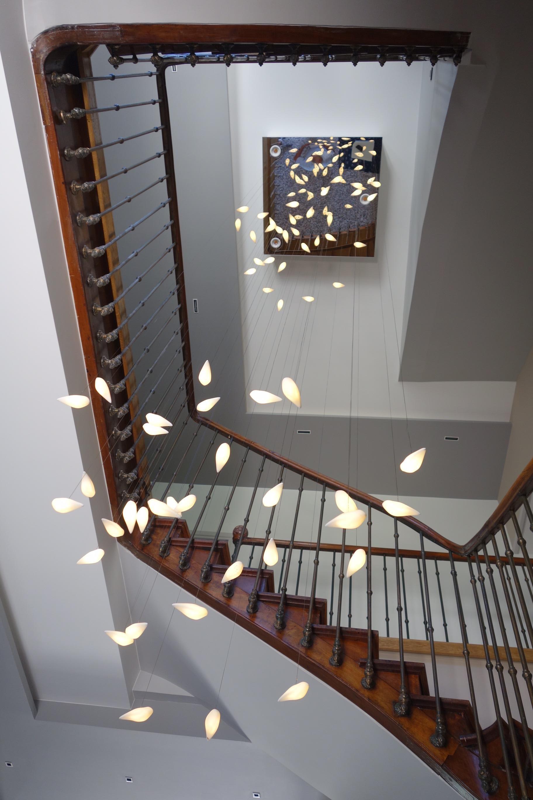 installation sur mesure dans une cage d escalier a 7m de haut lights beauetbien design