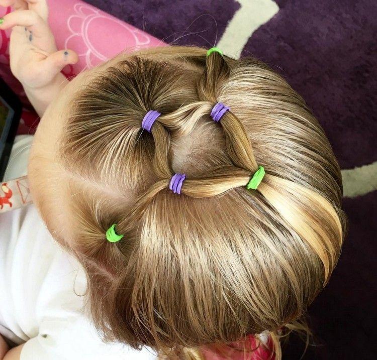 25 Einfache Frisuren Fur Kleine Madchen Die 2 Minuten Oder Weniger Brauchen Frisuren Haare Madchen Und Kinderfrisuren