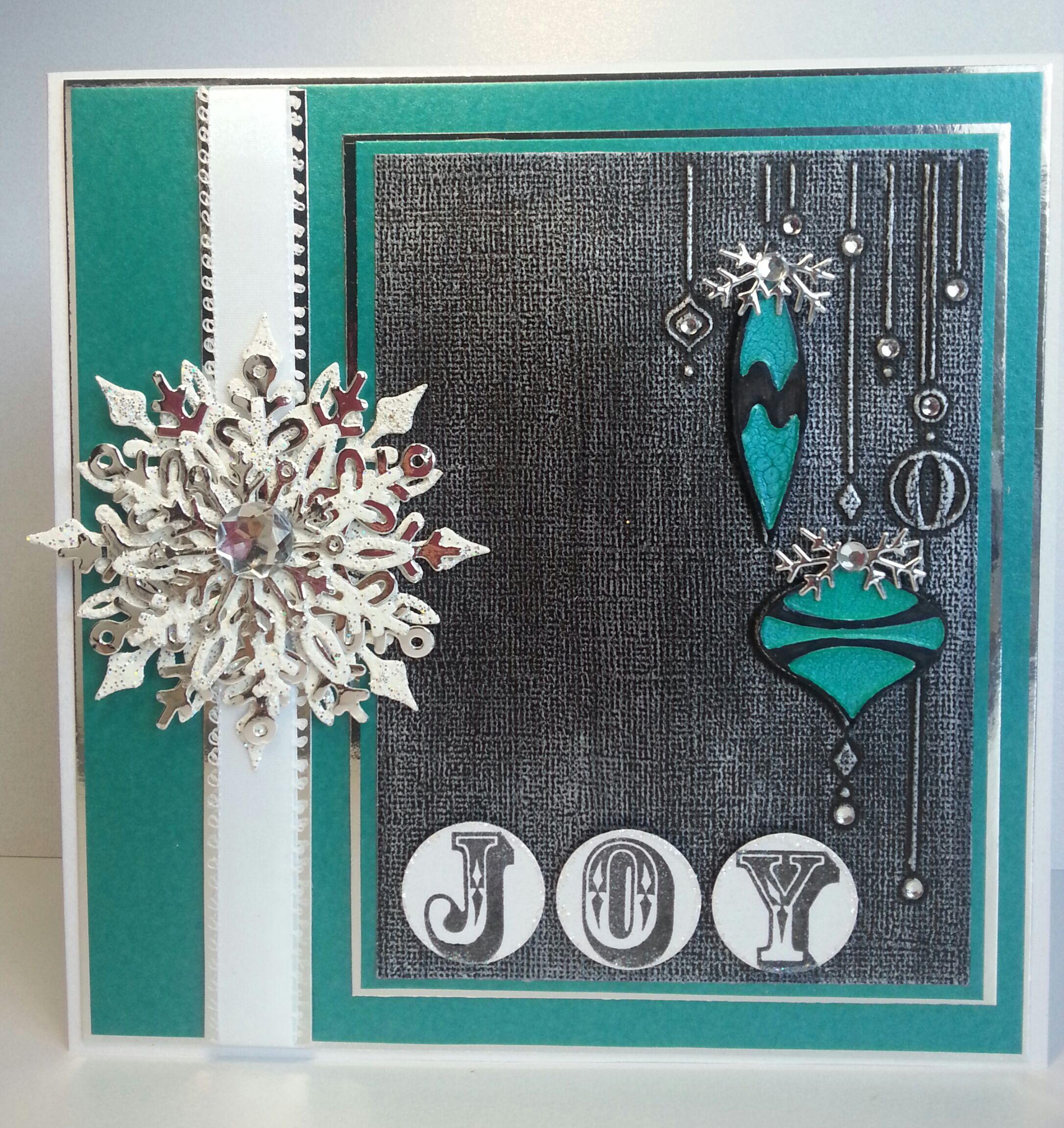 Darice ~ Ornaments on side Die'sire ~ Snowflakes die