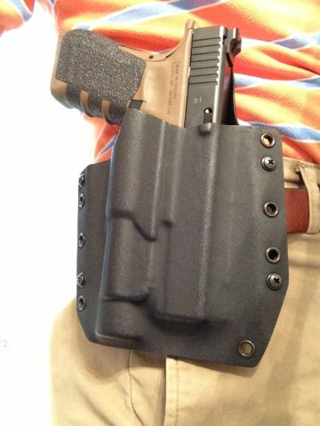 The Mac Factor Blog: Tucked safely away: Raven Concealment Phantom Holster