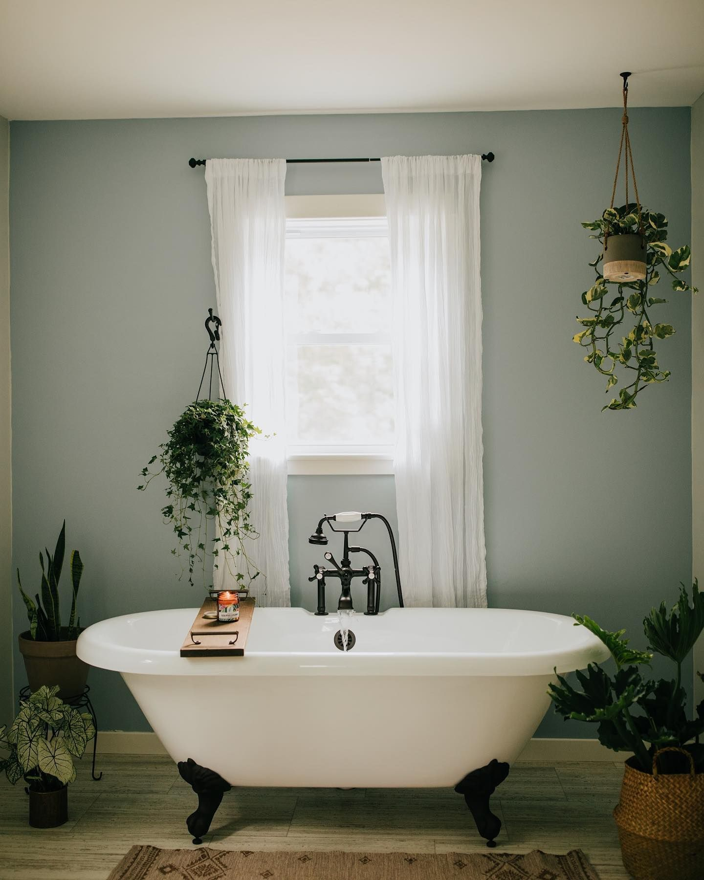 Cambridge Cast Iron Double Ended Claw Tub - Rim Drillings