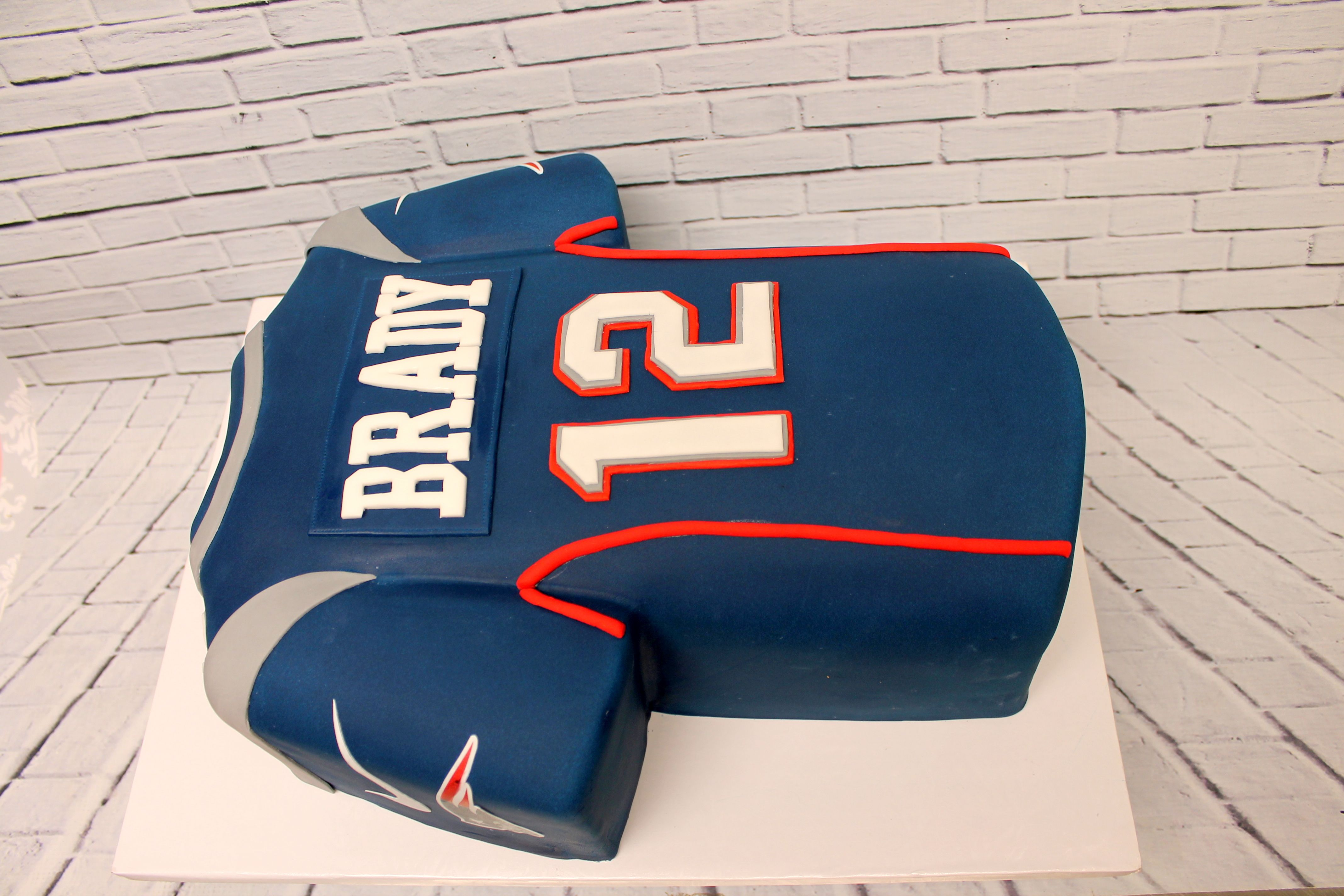 Tom Brady Football Jersey Cake For A Patriots Fan Urbanicing Yesitiscake Patriots Jersey Sculptedcake Fondany Patriotic Cake Nfl Cake Custom Cakes