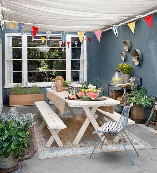 Patios de verano con toldo patios urbanos pinterest for Toldos para patios pequenos