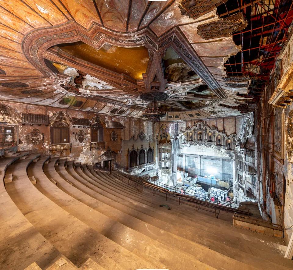 Abandoned Theater : AbandonedPorn