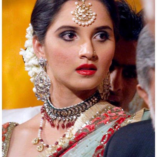 Wedding Reception Hairstyles For Guests: 5 Charming Hairstyles For Indian Wedding Reception You
