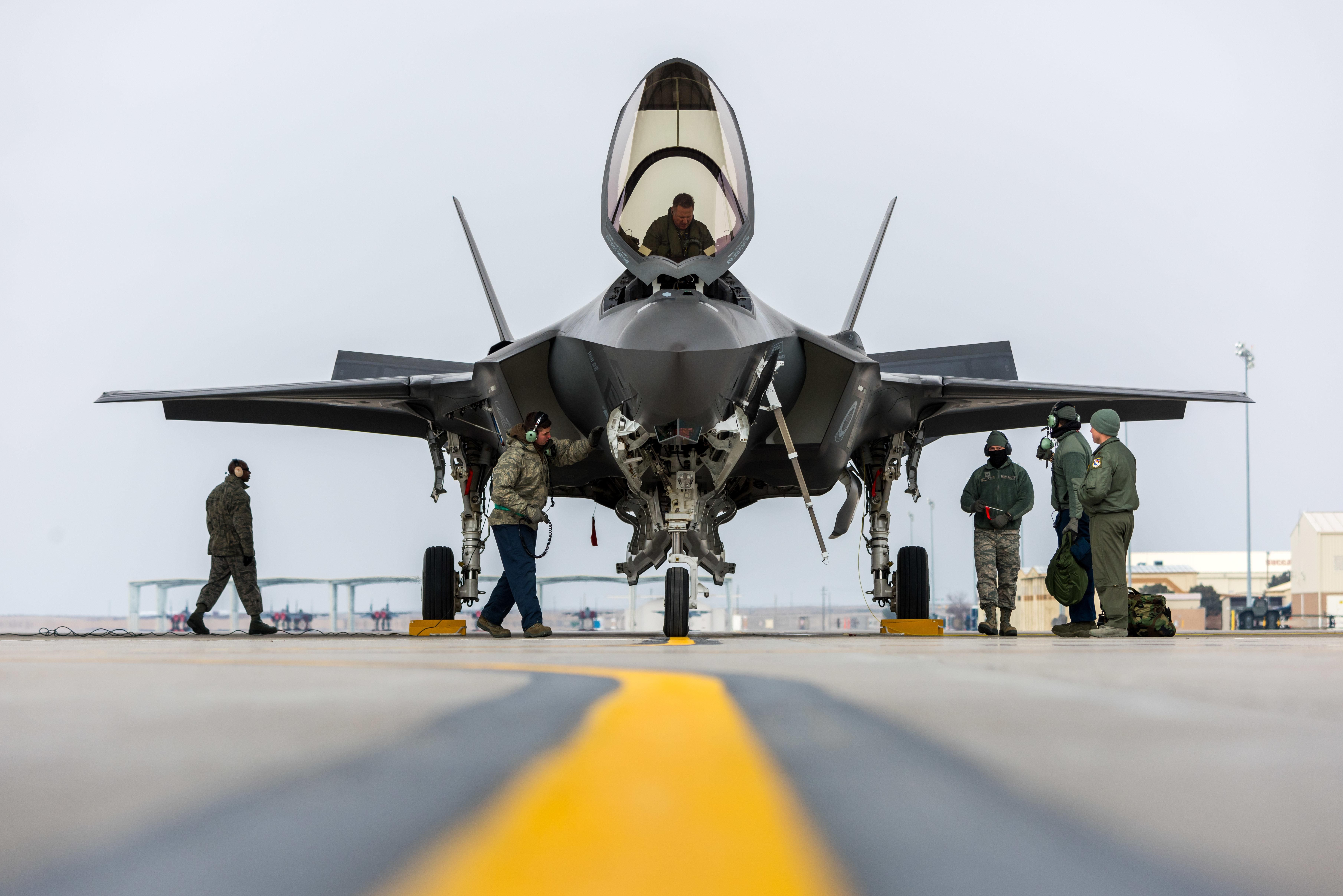 F35A lands at Mountain Home AFB [7237 4830] Fighter