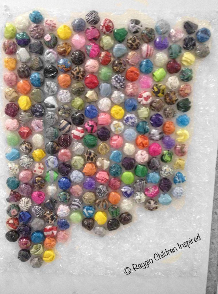 Manualidades con pl stico de burbujas y papeles de colores - Plastico de burbujas ...
