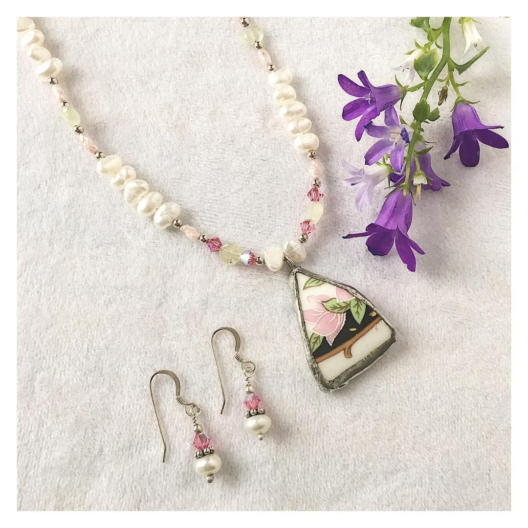 Broken china and pearl pendant set with matching fresh water pearl