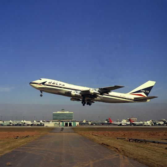 Delta passenger aircraft cargo commercial plane also airlines in pinterest boeing rh