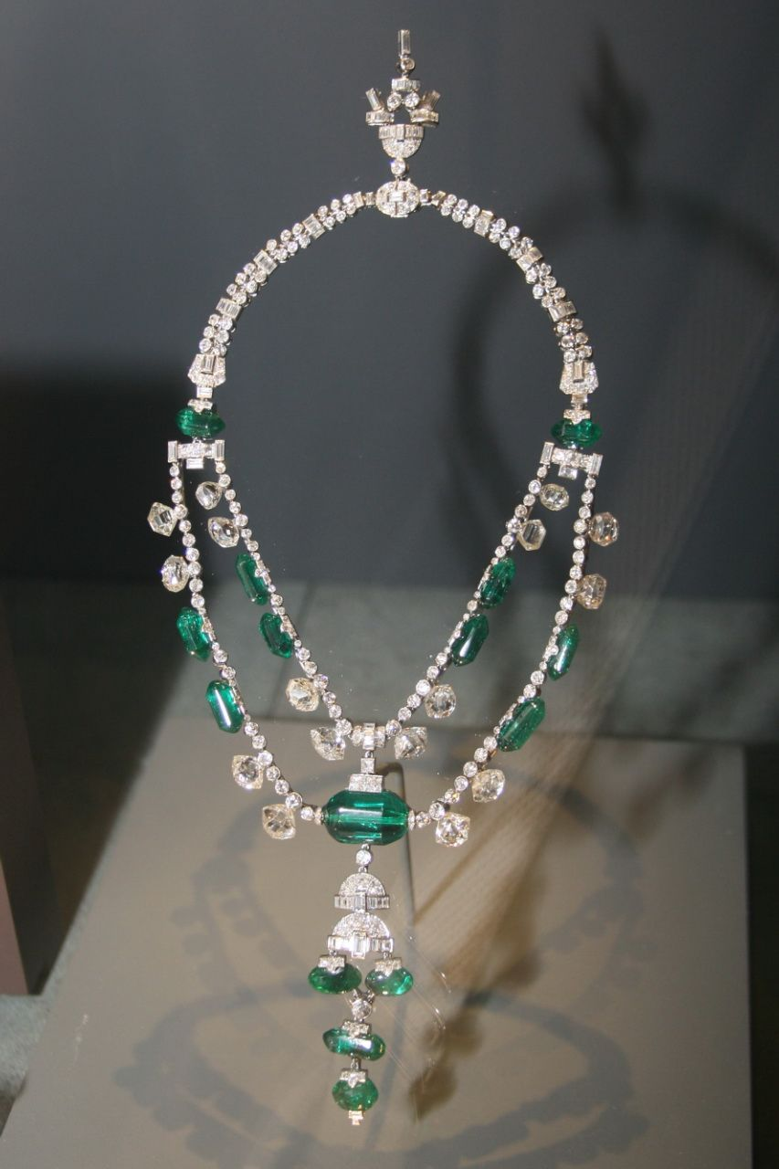 Necklace Of The Spanish Inquisition.The emeralds threaded onto the necklace were originally mined in Colombia. The diamonds were mined in India. While the necklace's gemstones are believed to have been cut in India in the 17th century,the early history of the necklace itself is unknown. American jeweller Harry Winston, who named the necklace, claimed that it was owned first by Spanish royalty. However, the first recorded owner of the piece was Tukoji Rao III, Maharaja of Indore