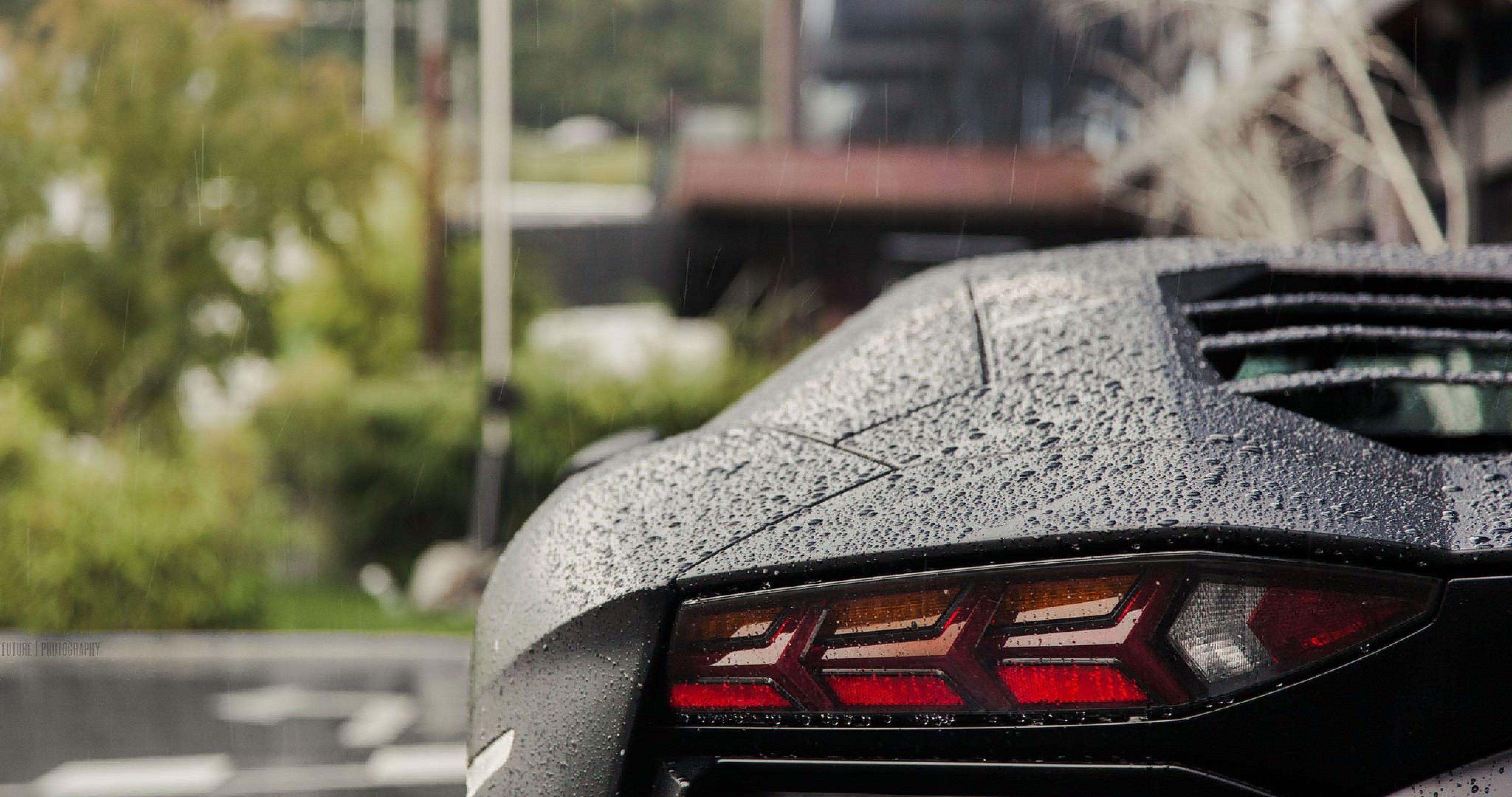 Lamborghini In Rain 4k Ultra Hd Wallpaper Lamborghini Lamborghini Aventador Ultra Hd