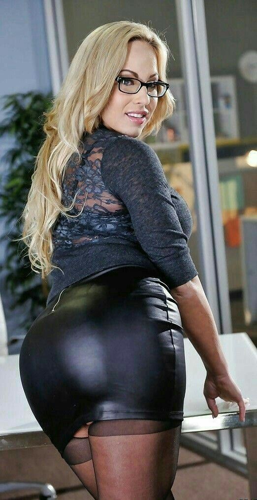 Non nude busty mature pornstar blonde Julia Ann huge boobs