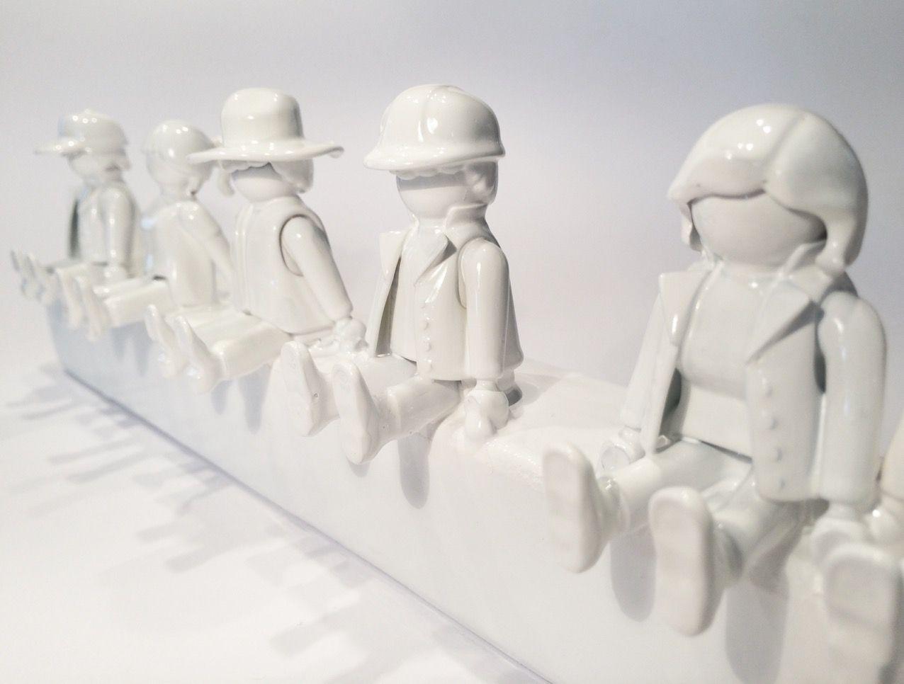 Diy garderobe aus playmobil figuren diy m bel for Kleine garderobe einrichten