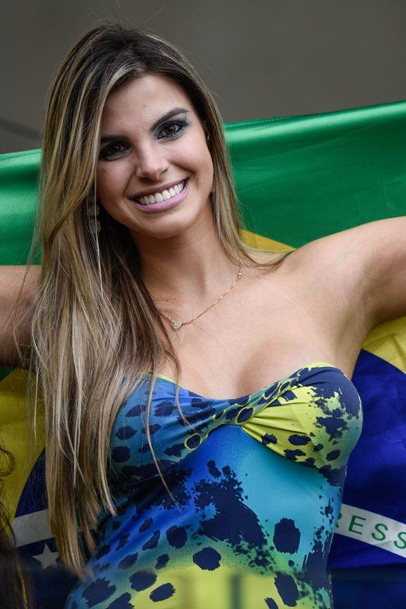 Suporter Brasil vs Jerman   Soccer girl, Hot football fans