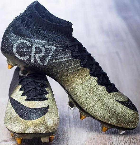 Cristiano Ronaldo Estrenó Nuevas Botas De Fútbol  Nike Mercurial CR7 Rare  Gold 36af7de695a93