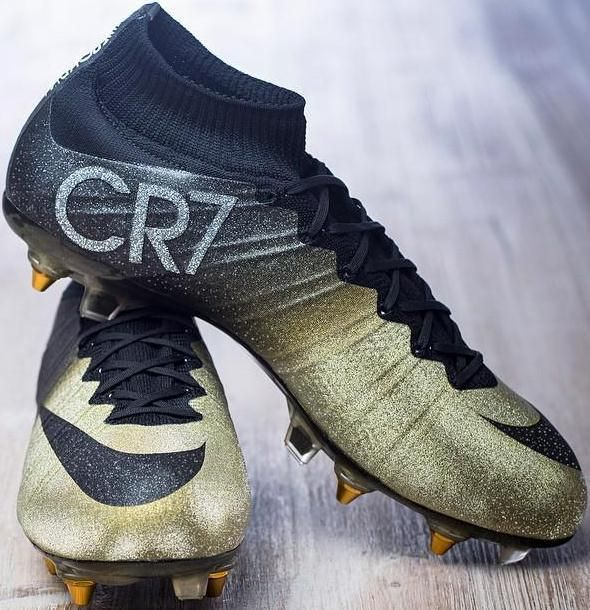 5bc0eb0ba55df Cristiano Ronaldo Estrenó Nuevas Botas De Fútbol  Nike Mercurial CR7 Rare  Gold
