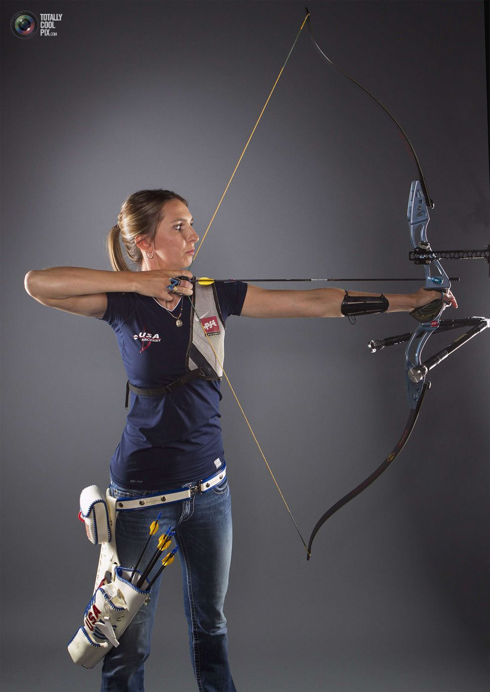 Archer woman profile reflex bow | Rpv | Tiro com arco, Arco