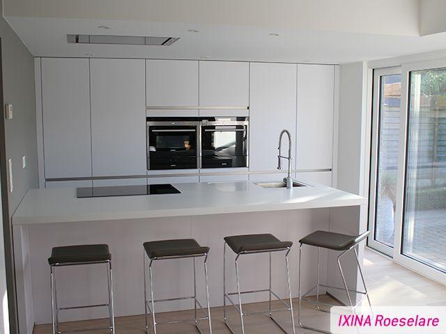 Keukenrealisatie Witte Greeploze Keuken Ixina Roeselare