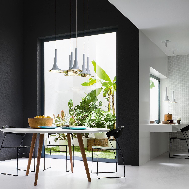 Salle à manger épurée avec suspension 3 lumières moderne et design