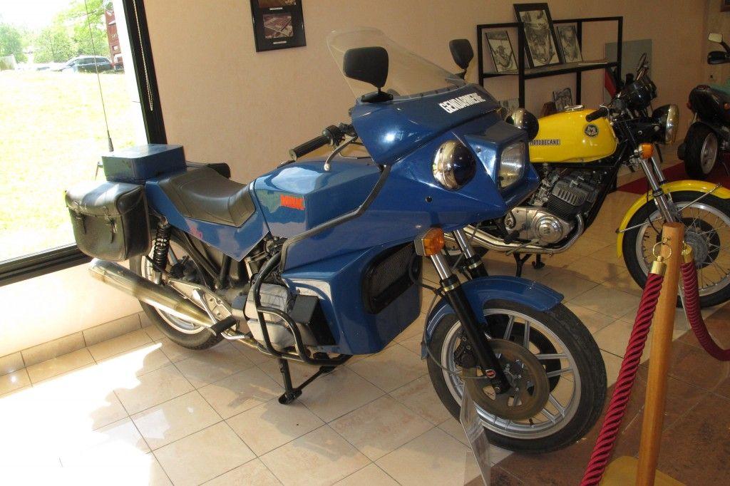 moto francaise une sp ciale gendarmerie avec son joli moteur de citro n gs 1299. Black Bedroom Furniture Sets. Home Design Ideas