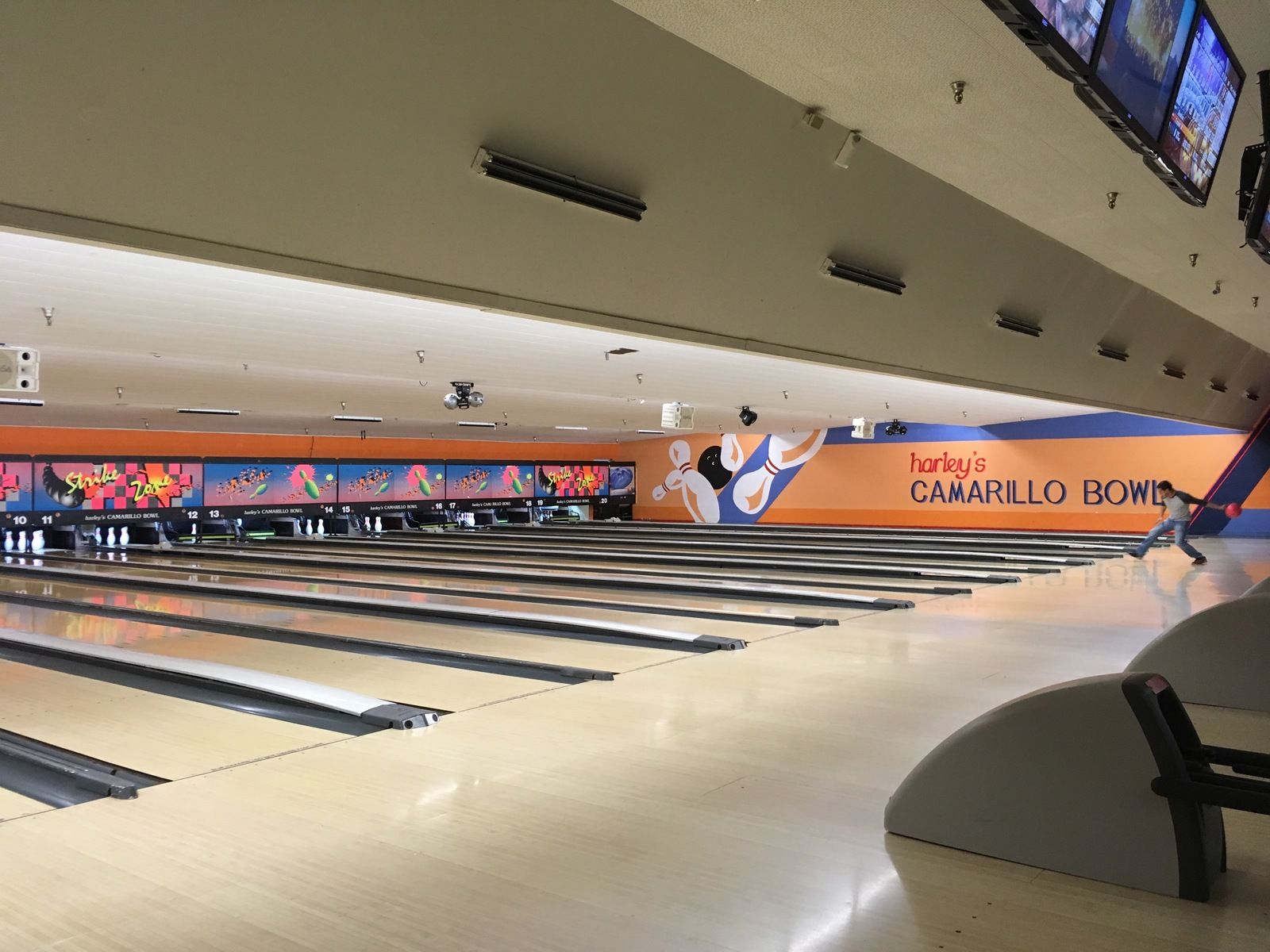 This Bowling Alley Is Perfect For Families Balls Of Small Sizes And Sorted By Pounds Down To 7 Bumpers Avail California Kids Camarillo California Camarillo