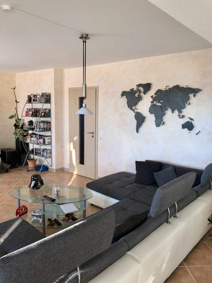 weltkarte wand wohnzimmer wanddeko ideen graues wohnzimmersofa - wand ideen wohnzimmer