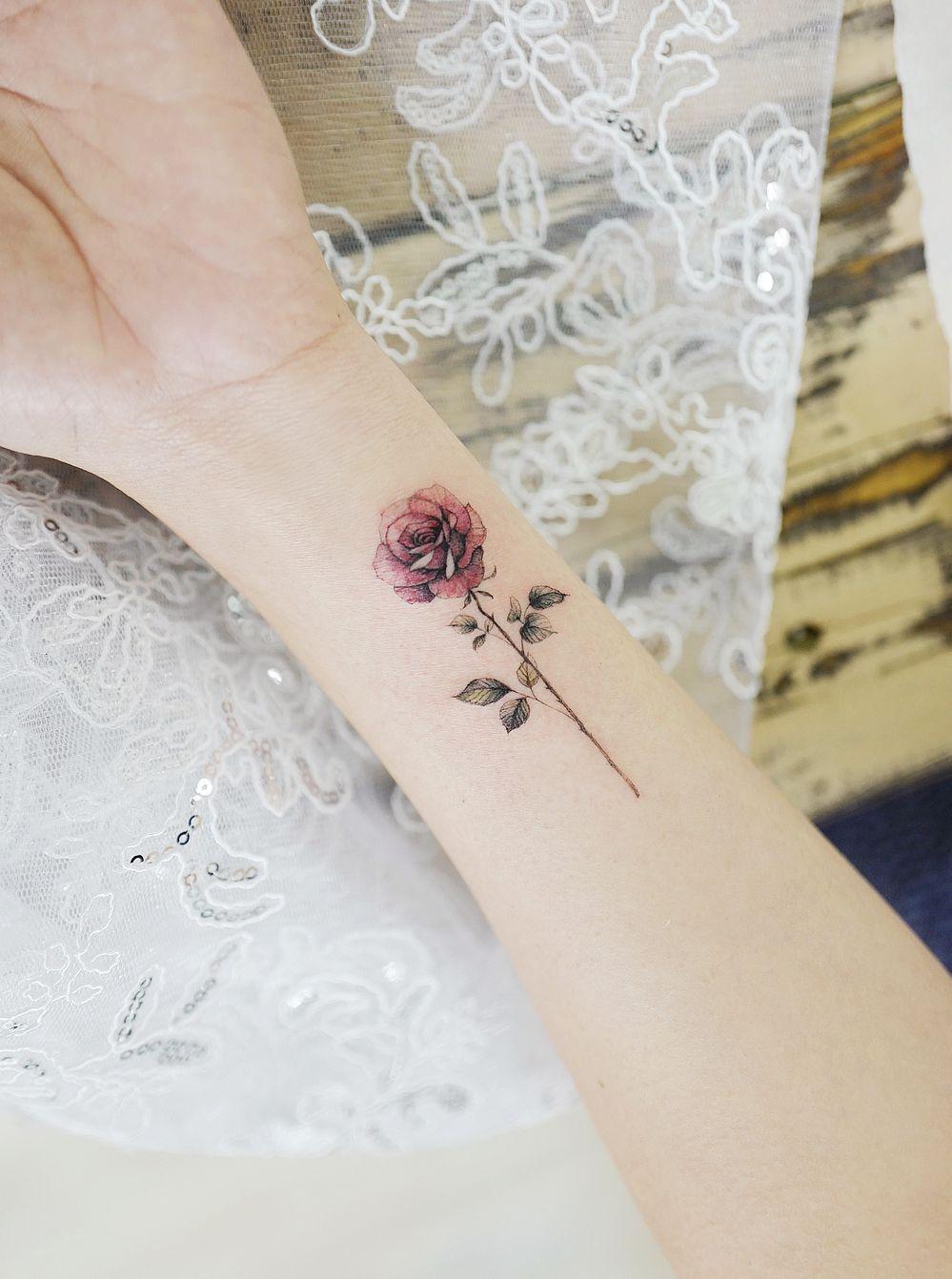 d4f340d29 minimalist rose tattoo © tattoo artist tattoist_banul 💖🌹💖💐💖🌹💖💐💖