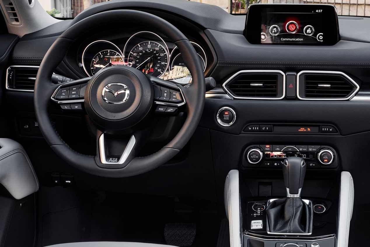 La segunda generación del Mazda CX-5 debuta en el Salón de Los Ángeles 2016. Aquí tienes las mejores fotos del SUV compacto japonés.