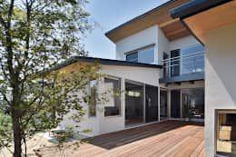 Projekty,  Balkon, taras i weranda zaprojektowane przez 株式会社 森本建築事務所