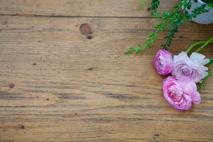 Ivy And Pink Flowers On Wood Table Pink Flowers Wood Table Barn Wedding Photos