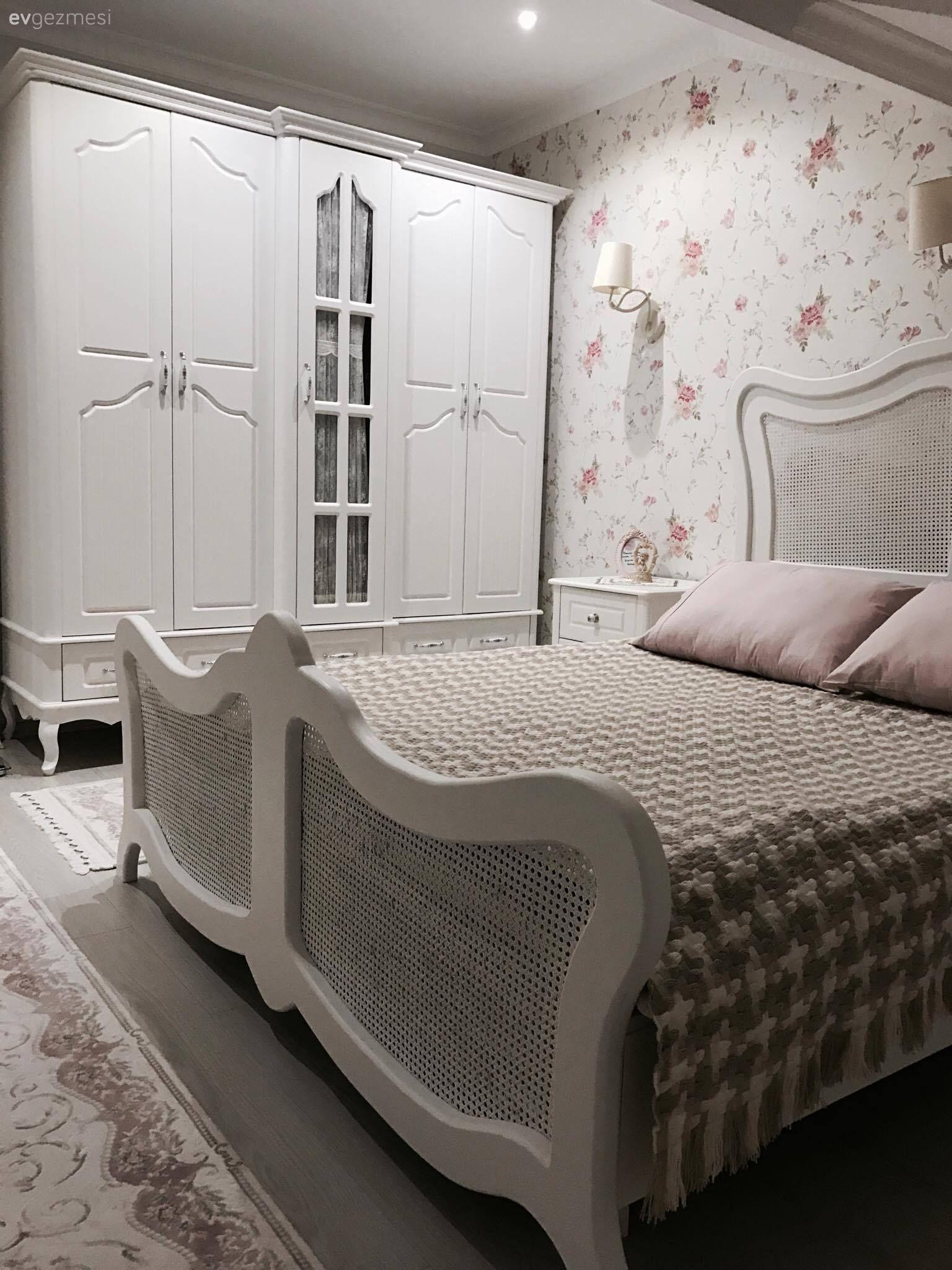 Tatlı bir rüya için yumuşak bir yatak başlığına sahip yataklar