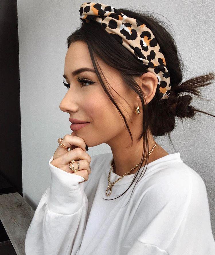 Leopard Print Headband Messy Low Bun With Leopard Print Headband And Gold Jewelry Hair Styles Headband Hairstyles Scarf Hairstyles
