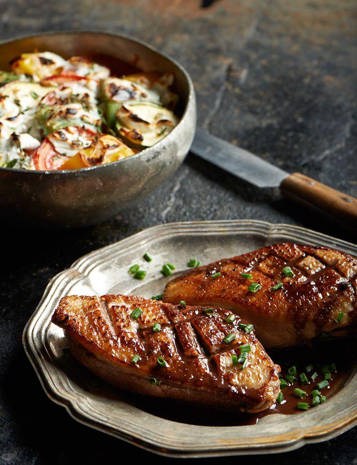 Piersi Kaczki Z Sosem Czekoladowym I Z Zapiekanka Z Kozim Serem Przepis Recipe Cooking Recipes Food Cooking