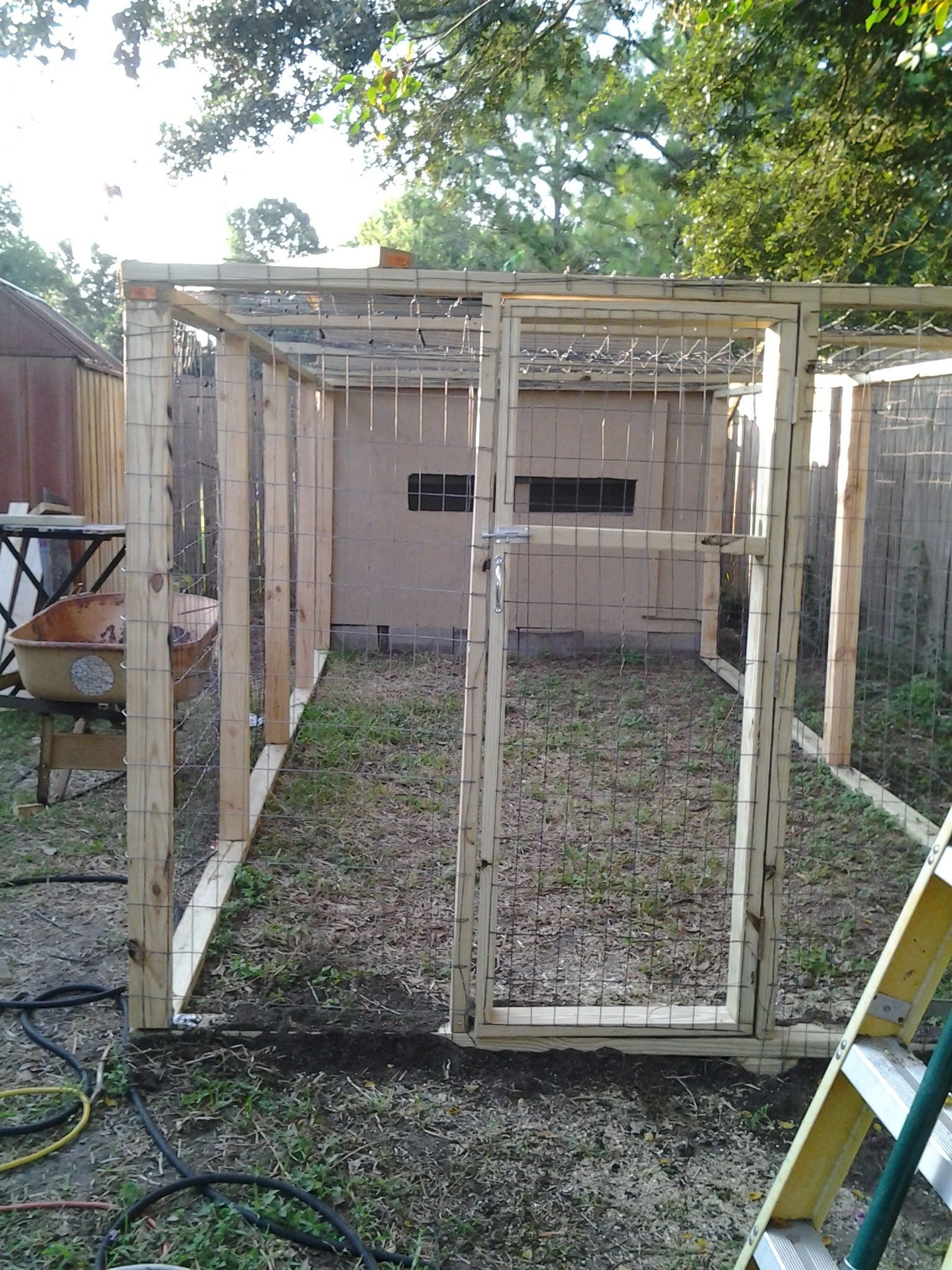 Chicken Coop with Fenced in Yard | Chickens backyard ...