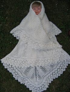 abf4167b791 På Shetlandsøerne bruges disse sjaler både som råhvide dåbssvøb og som  sjaler til piger/kvinder i alle aldre.