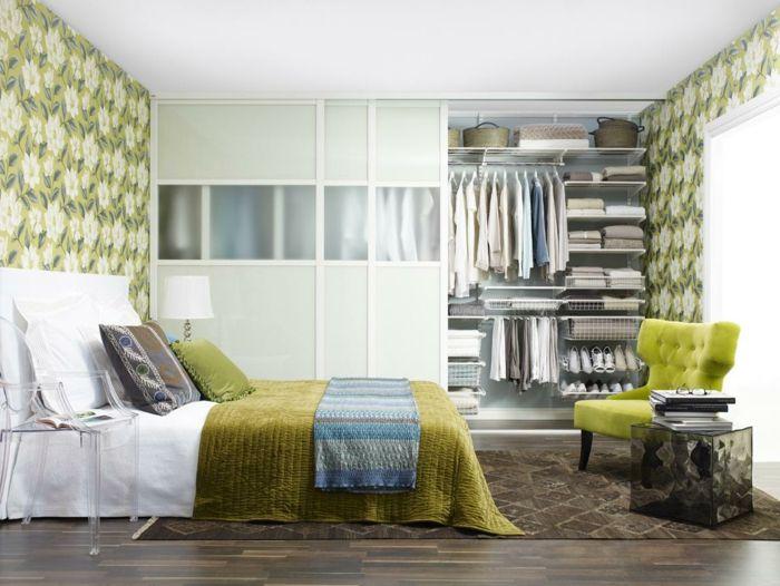 Tapeten Ideen Schlafzimmer Frische Wandgestaltung Grüne Elemente Cooler  Beistelltisch