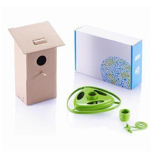 Set con comedero para pájaros, dos clips de botella y casa de pájaro en cartón reciclado
